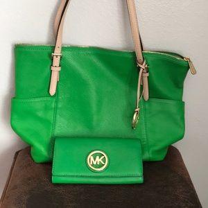💝Michael Kors Handbag with Matching Wallet!💝